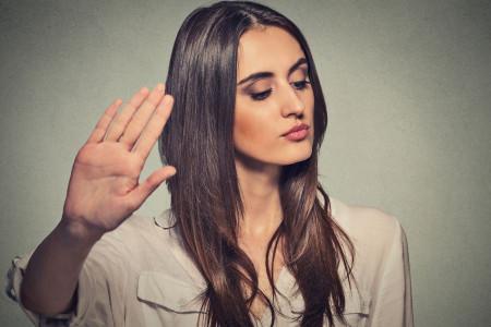چگونه با آدم دو بهم زن و خبرچین برخورد کنیم؟