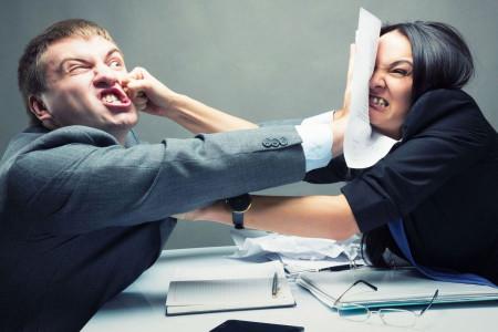 نحوه برخورد با همکار زیرآب زن