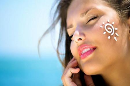 چه کار کنیم تا پوستمان زیر نور خورشید آسیب نبیند؟