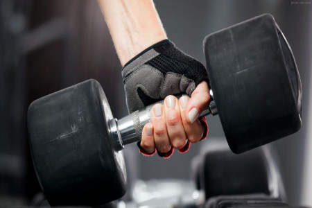 فواید دمبل زدن و آشنایی با برخی از مهم ترین تاثیرات آن بر روی بدن