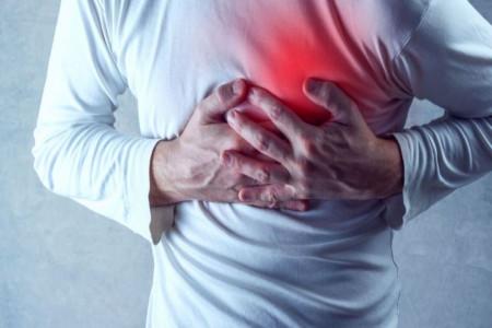 مور مور شدن قفسه سینه ؛ علل احساس سوزن سوزن شدن و بی حسی قفسه سینه چیست؟