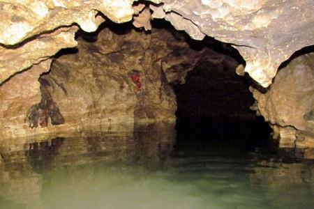 غار دانیال؛ دومین غار آبی بلند ایران