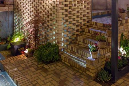 چگونه حیاط خانه را زیبا کنیم؟