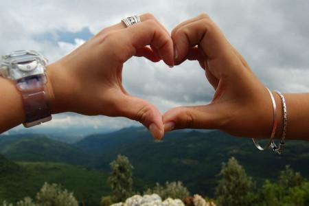 33 کپشن های زیبا و رومانتیک ابراز عشق به نامزدم