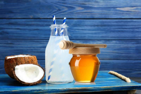 8 خاصیت استثنایی آب نارگیل و عسل