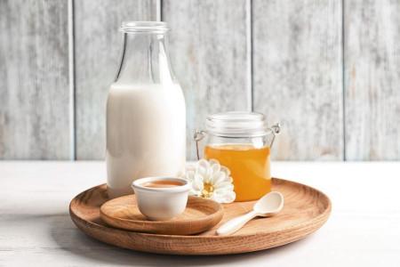 7 خاصیت جادویی شیر و عسل برای سلامتی و زیبایی