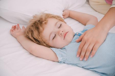 7 ترفند طلایی برای بیدار کردن کودک از خواب