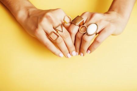 معنای انگشتر در هر یک از انگشتان دست چیست ؟