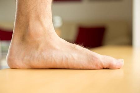 صاف بودن کف پا : 12 درمان خانگی برای صافی کف پا