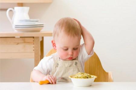 شروع غذای کمکی نوزاد : غذای کمکی را از چه سنی شروع کنیم ؟