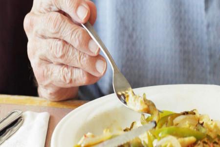 عوامل و مواد غذایی پیشگیری کننده از ابتلا به کمر درد و دیسک کمر