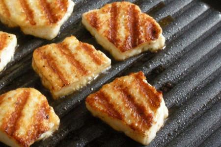 پنیر هالومی (پنیر کبابی) چیست و چه مزه ای دارد ؟