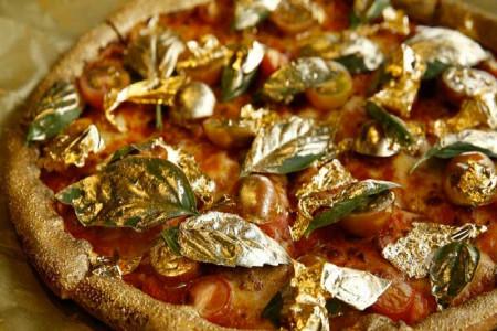فروش پیتزا با روکش طلا در اصفهان