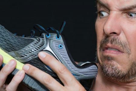 راه حل های خانگی برای از بین بردن بوی بد کفش