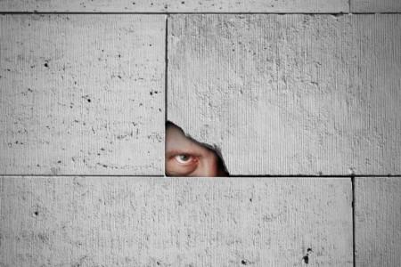 علت چشم چرانی در مردان و زنان چیست؟