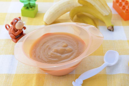 طرز تهیه پوره موز برای کودکان مرحله به مرحله