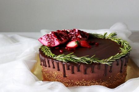 کاپ کیک شکلاتی انار و آموزش مرحله به مرحله تهیه آن برای شب یلدا