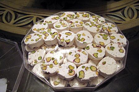 لیست و آدرس 20 تا از بهترین فروشگاه های گز اصفهان