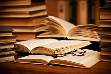 شعر روز کتابخوانی : گلچینی از اشعار ناب درباره کتاب و کتابخوانی
