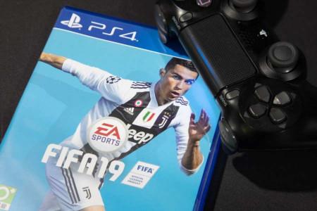 نقد و برسی بازی FIFA 19