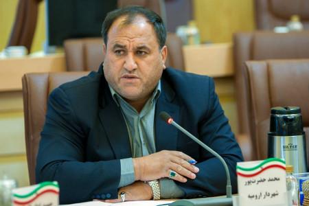 جدال لفظی شهردار و عضو شورای شهر ارومیه بر سر استفاده از زبان فارسی + فیلم