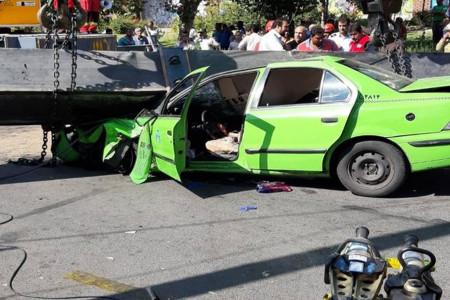 سقوط جرثقیل در بزرگراه محلاتی؛ جان 3 نفر را گرفت