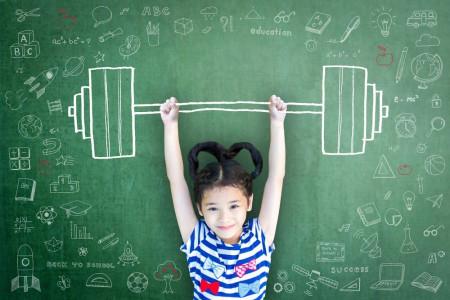 13 راز تربیت یک دختر قوی و با اعتماد به نفس