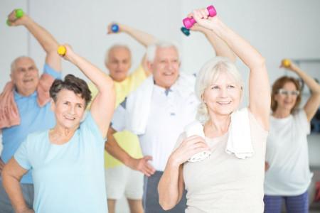 9 حرکت ورزشی آسان و ساده برای سالمندان