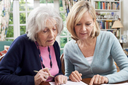 بررسی و شناخت ویژگی ها و نظریه های دوران سالمندی