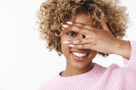 11 راهکار طلایی برای نگهداری و مراقبت از موهای فر