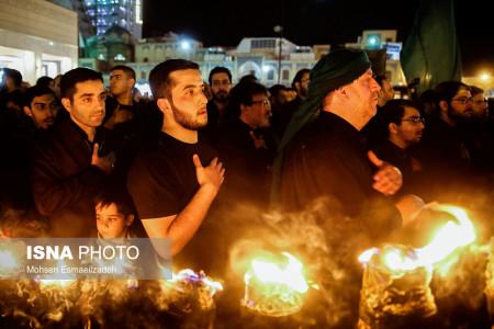 تصاویر آیین مشعل گردانی مشهد در شب تاسوعا