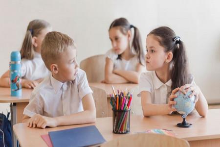 پیشگیری از حسادت در کودکان با چند ترفند طلایی