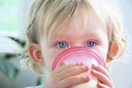 کازئین چیست؟ نشانه و علت حساسیت به کازئین شیر کدام است؟