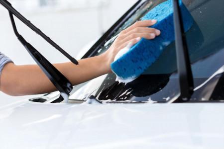 نحوه پاک کردن لکه و چربی شیشه ماشین