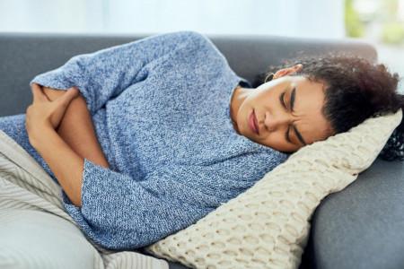 انواع مختلف درد شکم و علل بروز آنها
