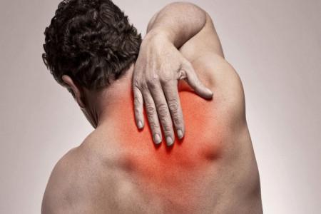علت درد بین دو کتف چیست و چگونه درمان می شود؟