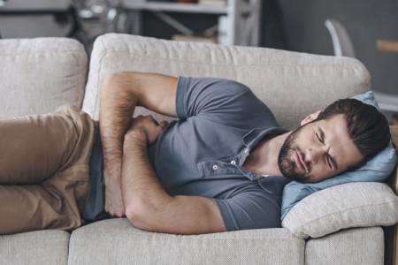 11 علت درد پهلوی چپ در خانم ها و آقایان