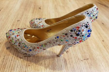 مدل کفش مجلسی نگین دار 2020 - 99 بسیار شیک برای خانمهای با کلاس