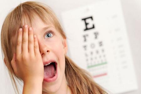 علت دوبینی چشم در کودکان چیست ؟