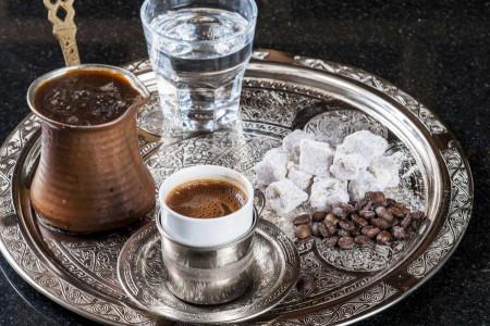 دیدن عکس قوری در فال قهوه نشانه چیست ؟