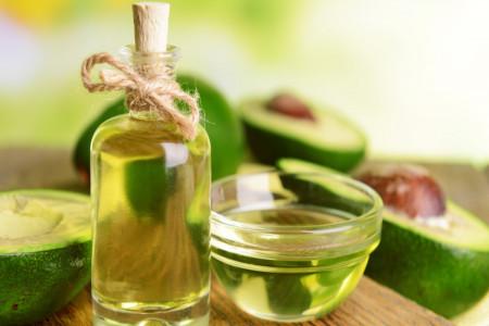 9 خاصیت دارویی و درمانی روغن آووکادو برای پوست