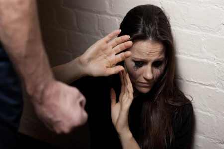 طلاق به دلیل ضرب و شتم | روش های اثبات ضرب و جرح مرد در دادگاه