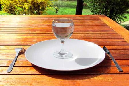 چرا خوردن آب به لاغری و کاهش وزن ما کمک میکند؟