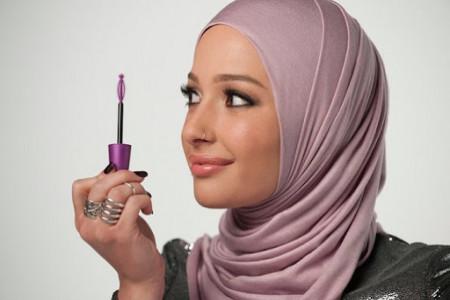 احکام و سوالات رایج درباره آرایش همراه با حجاب