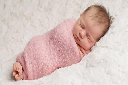 آیا قنداق نکردن نوزاد باعث پرانتزی شدن پا میشود ؟