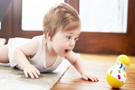 مراحل خزیدن تا سینه خیز رفتن نوزاد