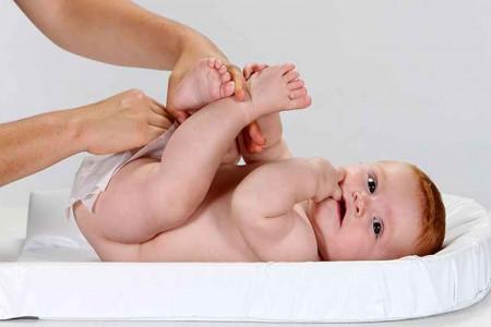 آموزش مرحله به مرحله عوض کردن پوشک نوزاد