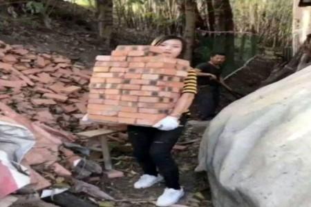دختر زیبا و جذابی که یک کارگر ساختمان است !