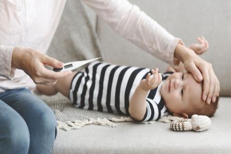 روش استفاده از انواع دماسنج برای اندازه گیری تب کودک