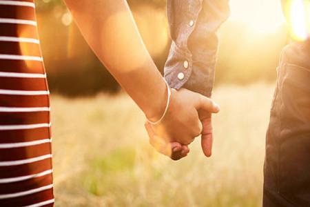 حکم شرعی عاشق شدن چیست ؟